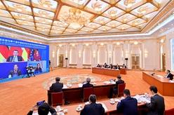 李克強與德國總理默克爾同出席第十屆中德經濟技術合作論壇的兩國經濟界代表見面