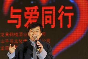 """成龍攜""""龍家族""""武漢公益演出籌款700余萬元"""