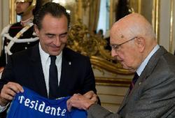 意總統接見足球國家隊成員