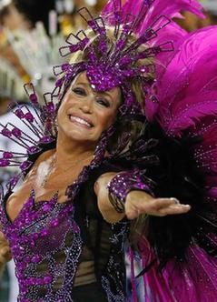 巴西狂歡節盛大舉行 桑巴女郎熱舞點燃激情