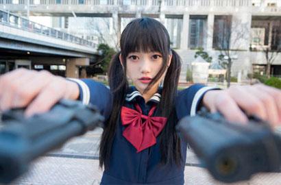 亚洲学生妹撸吧_另类萌点 日本双马尾学生妹持枪照网络爆红