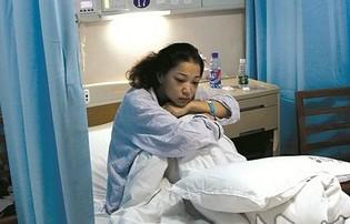 荊州7歲男孩離世捐腎救母 媽媽含淚接受換腎手術