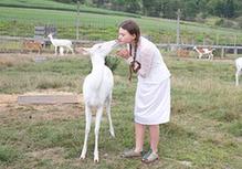 美母親拍女兒與動物親密照記錄童年