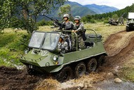 我軍駐藏部隊換裝大量全地形車