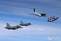 八一表演隊過境泰國 泰軍派戰機護航殲10