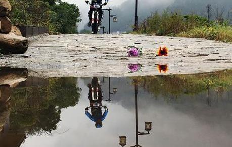 自行车——雨中竞技