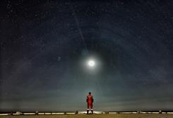 海上石油平臺的星空明月夜