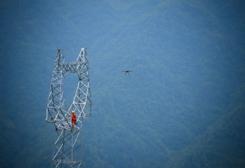 電力無人機首次飛越湖南屋脊