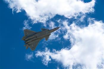 中國空軍發布強軍宣傳片《頭頂的家園》