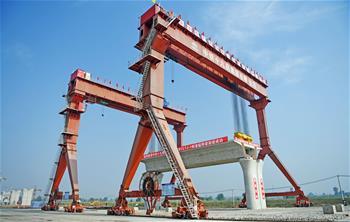 朝淩客專成功架設首榀900噸箱梁