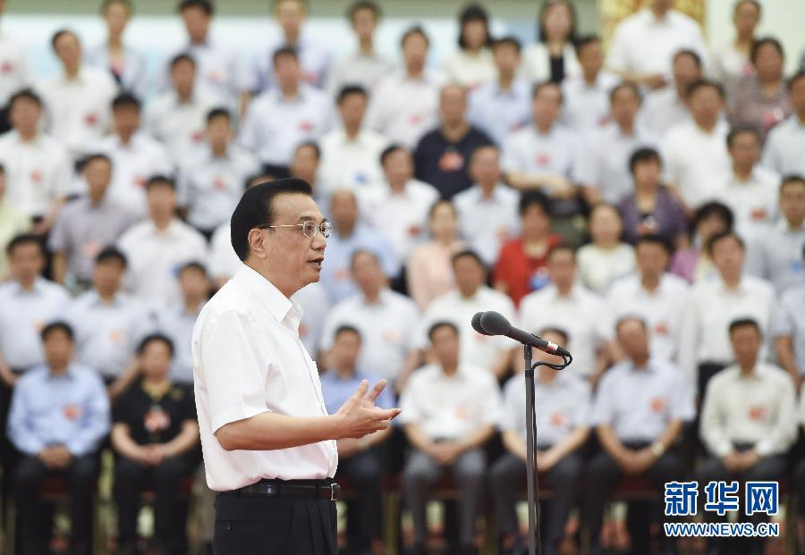 6月23日至24日,全国职业教育工作会议在北京召开。中共中央政治局常委、国务院总理李克强在会前接见与会全体代表并讲话。 新华社记者 李学仁 摄