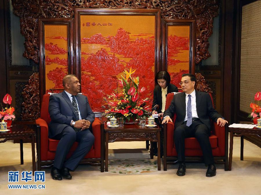2月27日,國務院總理李克強在北京中南海紫光閣會見斯裏蘭卡外長薩馬拉維拉。 新華社記者 劉衛兵 攝