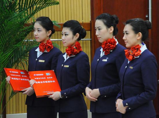 东航空姐救护旅客 被赞 最美空姐图片