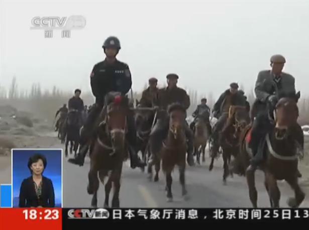 新疆上万警民联合进山搜捕暴恐分子 农民持农具围捕