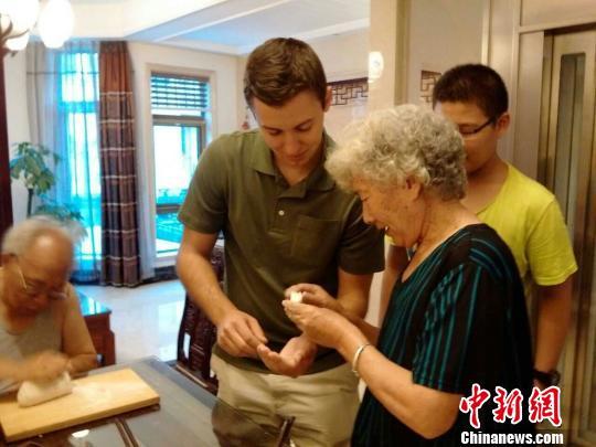 美国外教走进中国家庭:难忘的石家庄一夜