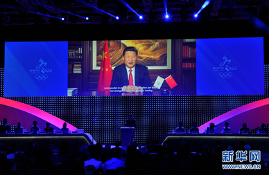 2015年7月31日,在國際奧委會投票表決前,國家主席習近平通過視頻向國際奧委會委員致辭。 新華社記者 公磊 攝