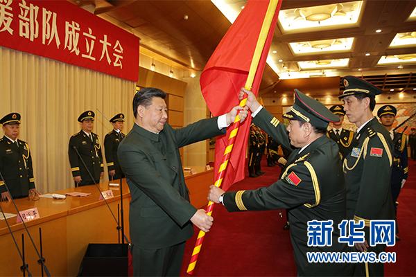 這是習近平將軍旗鄭重授予火箭軍司令員魏鳳和、政治委員王家勝。新華社記者 李剛 攝
