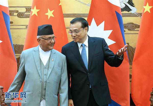 3月21日,國務院總理李克強在北京人民大會堂同來華進行正式訪問並將出席博鰲亞洲論壇2016年年會的尼泊爾總理奧利舉行會談。這是會談後,李克強與奧利共同出席雙邊合作文件簽署儀式。新華社記者 龐興雷 攝