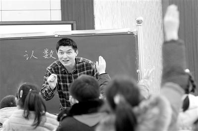 """变教师""""被发展""""为主动发展"""