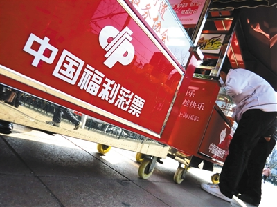 2013年2月20日,上海,中国福利彩票的销售点. 图/视觉中国