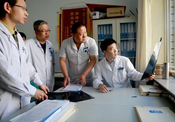 北京天坛医院普外科_万伟庆在北京天坛医院(张家口)脑科中心与医生团队进行交流.