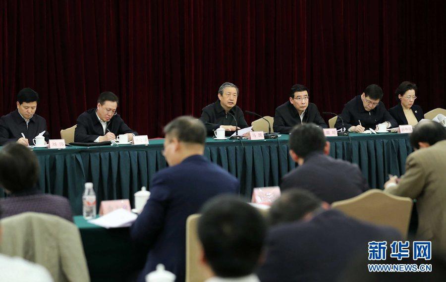 2月28日,國家新材料産業發展專家咨詢委員會成立大會在北京召開。中共中央政治局委員、國務院副總理、國家新材料産業發展領導小組組長馬凱出席會議並講話。新華社記者劉衛兵攝