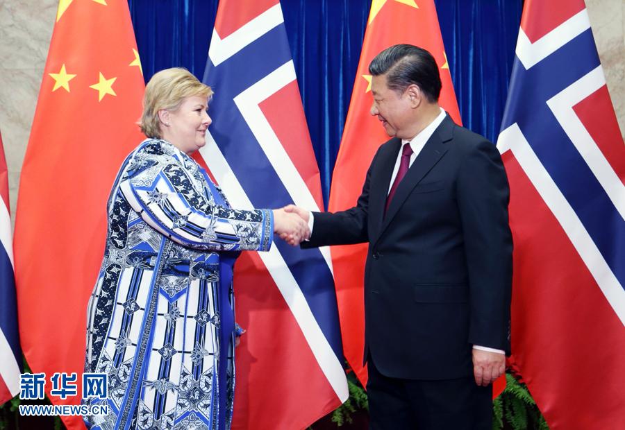 4月10日,國家主席習近平在北京人民大會堂會見挪威首相索爾貝格。新華社記者姚大偉攝