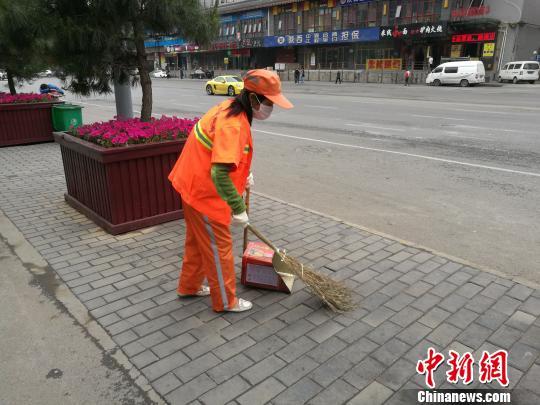 """西安道路保潔標準""""以克論凈""""引議官方稱達標不難"""