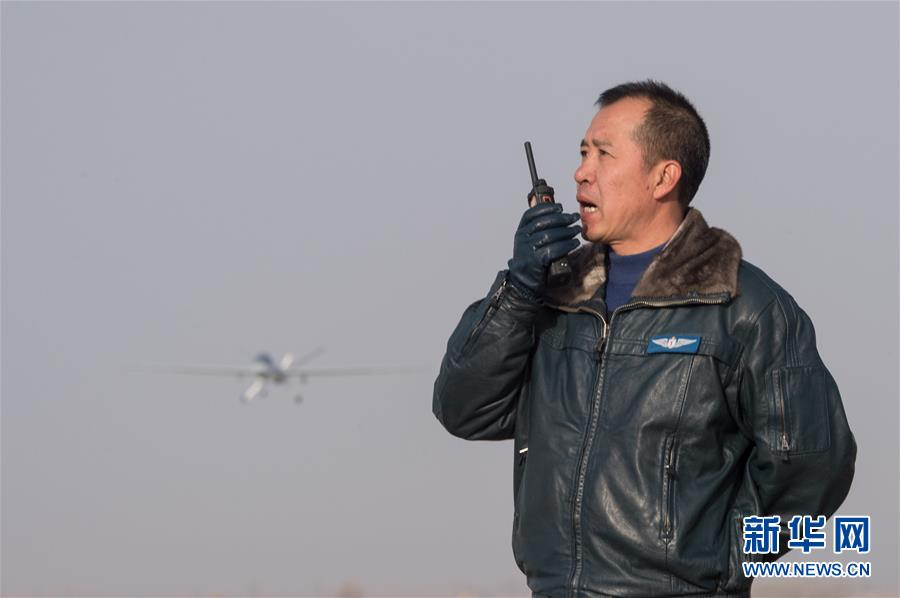 (時代先鋒·圖文互動)(5)大地上的天空——空軍某試驗訓練基地無人機飛行員李浩投身改革強軍記事