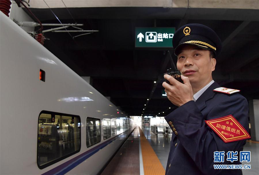 """(圖片故事)(5)鐵路父女的中秋""""團聚"""""""