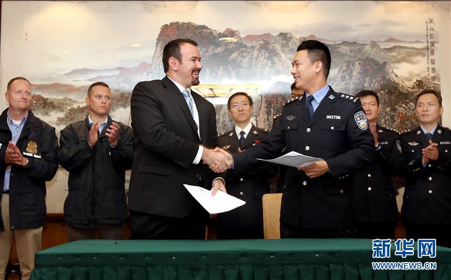 (法治)(1)中國警方向美國遣返一名紅通逃犯