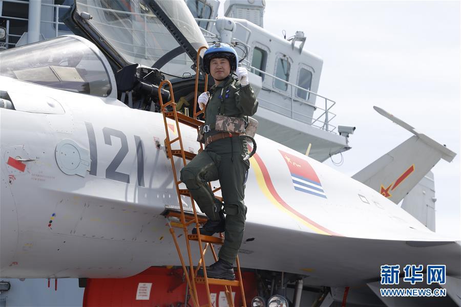 (十九大代表風採·圖文互動)(1)殲—15飛行員曹先建:開創重傷後重返海天的奇跡