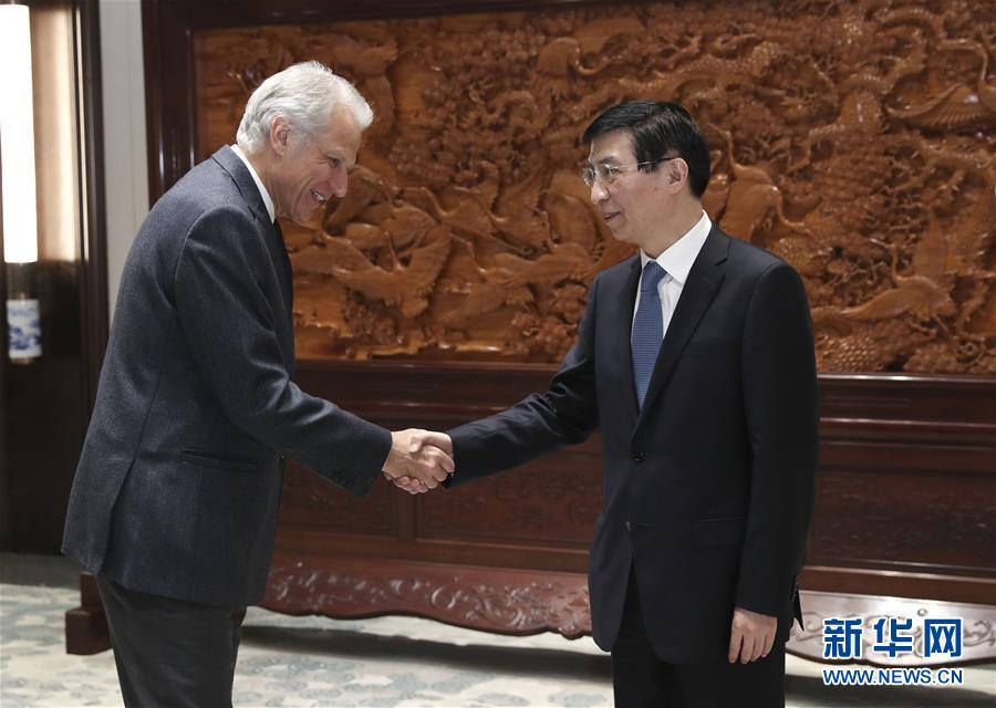 (時政)王滬寧會見法國前總理德維爾潘
