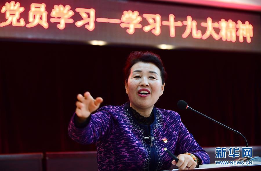(十九大代表在基層·踏上新徵程)(1)吳亞琴:做社區百姓的貼心人