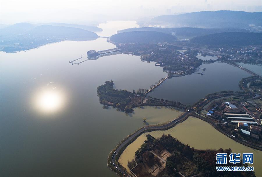 12月21日航拍的武汉东湖绿道二期湖林道一角.