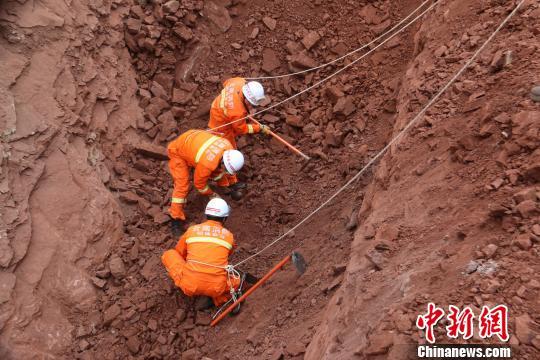 云南鲁甸一施工现场山体垮塌致4人被埋1人轻伤