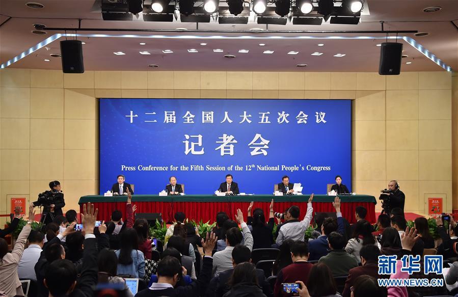 """(兩會)(1)國家發改委主任何立峰等就""""經濟社會發展與宏觀調控""""答記者問"""
