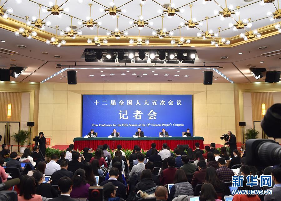 """(兩會)(3)國家發改委主任何立峰等就""""經濟社會發展與宏觀調控""""答記者問"""