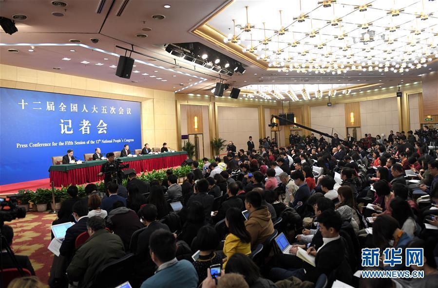 """(兩會)(4)國家發改委主任何立峰等就""""經濟社會發展與宏觀調控""""答記者問"""