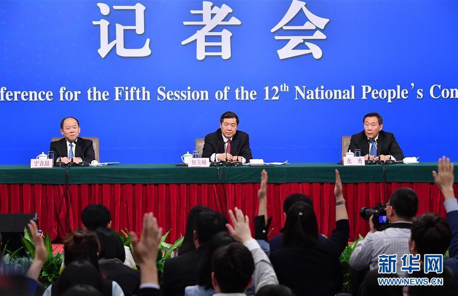"""(兩會)(5)國家發改委主任何立峰等就""""經濟社會發展與宏觀調控""""答記者問"""