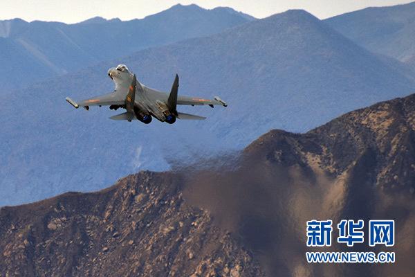 中国空军战机进行对抗训练(资料照片)。新华社发(陈庆顺)