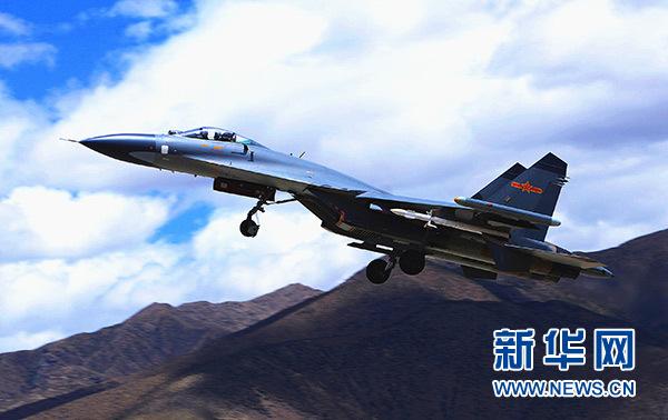 中国空军战机进行飞行训练(资料照片)。新华社发(陈庆顺)