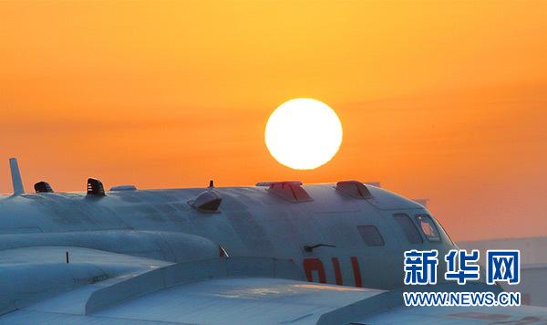 中国空军轰-6K战机进行飞行训练(资料照片)。新华社发(张海深)
