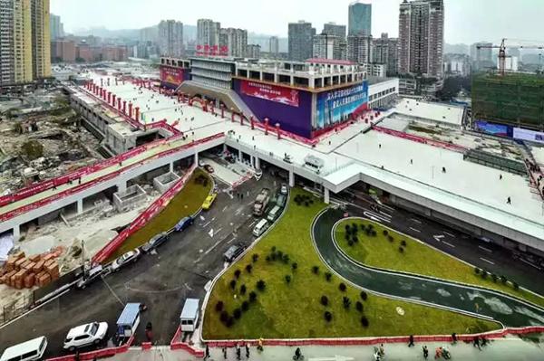 """颠覆想象!中国最新高铁站""""上天入地"""""""