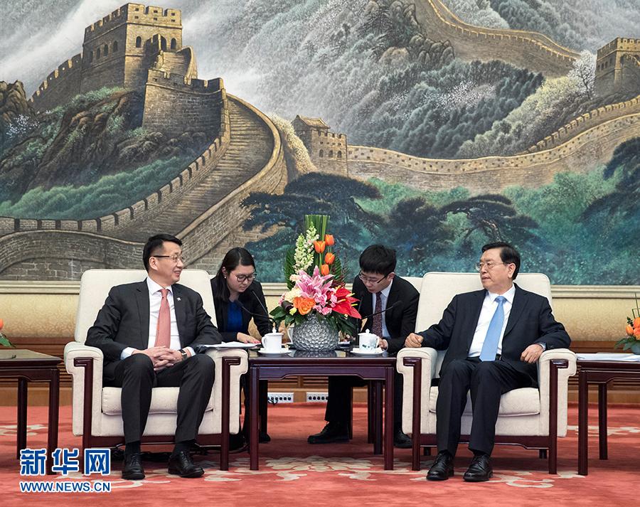 2月6日,全國人大常委會委員長張德江在北京人民大會堂會見出席中蒙議會定期交流機制會議的蒙古國家大呼拉爾副主席恩赫阿木格楞。新華社記者王曄 攝