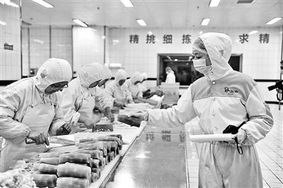 春运高铁盒饭加菜不加价 品类达到18种日产2万余份