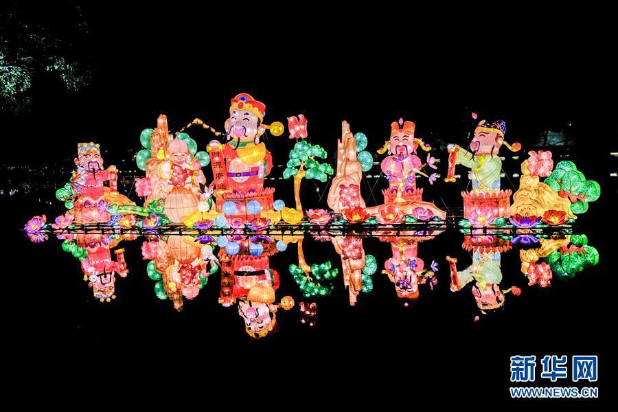 """(社会)(6)水乡乌镇点亮新春""""水灯会"""""""