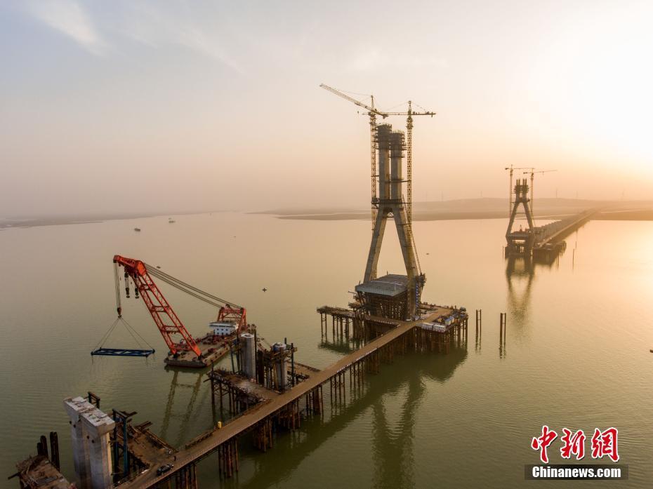 航拍建设中的鄱阳湖二桥