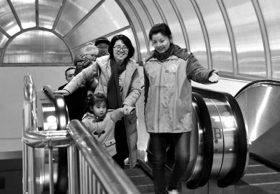 北京三大火车站昨迎客56万余人次