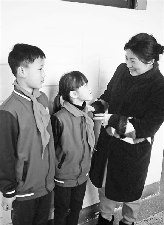 幸运飞艇技巧方法:只因一句话_浙江女教师驱车1400公里去贵州家访